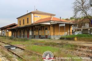 L'abbandono in cui giace la stazione di Moncalvo
