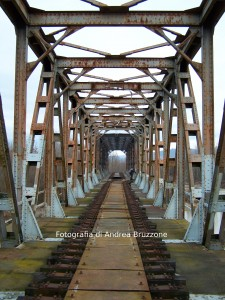 Ponte in ferro tra Farigliano e Monchiero, sull'antica linea Bra Ceva