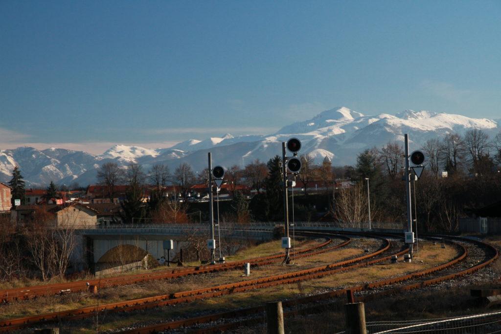 Segnali di partenza all'uscita della stazione di Cuneo Gesso